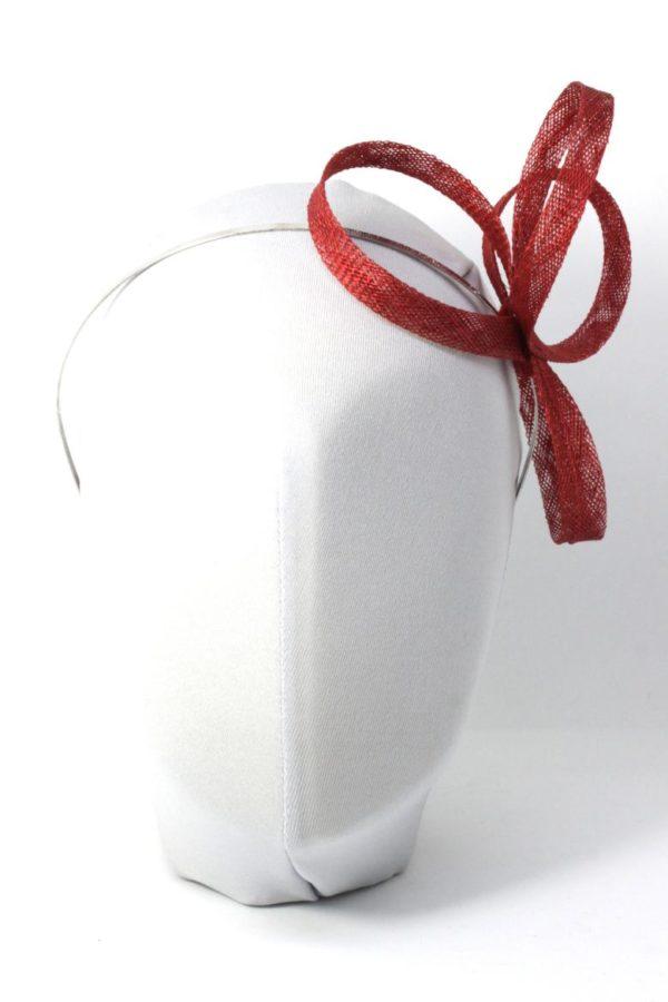 minimalistyczny fascynator do każdej sukienki