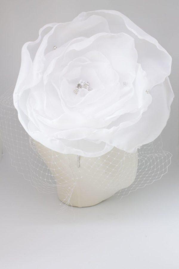 wielki kwiat z woalem, ozdoba ślubna