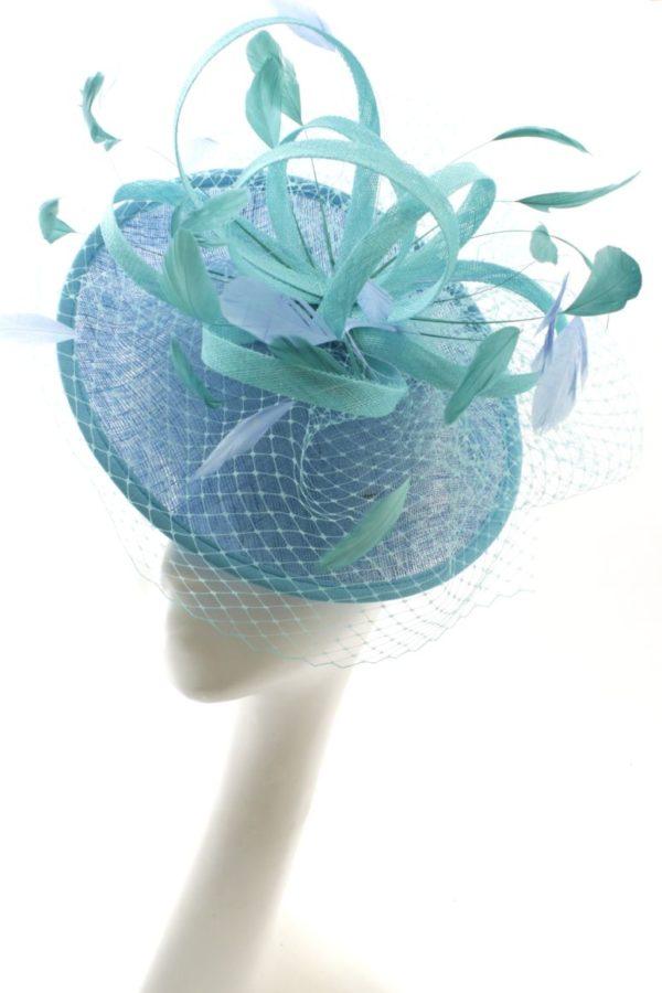 błękitny kapelusz koktajlowy