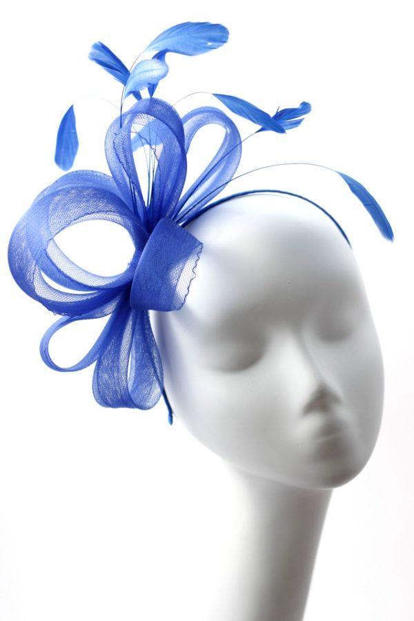 klasyczny niebieski fascynator z krynoliny