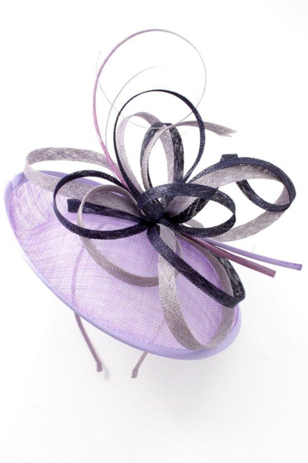 toczek z fioletowymi zawijasami