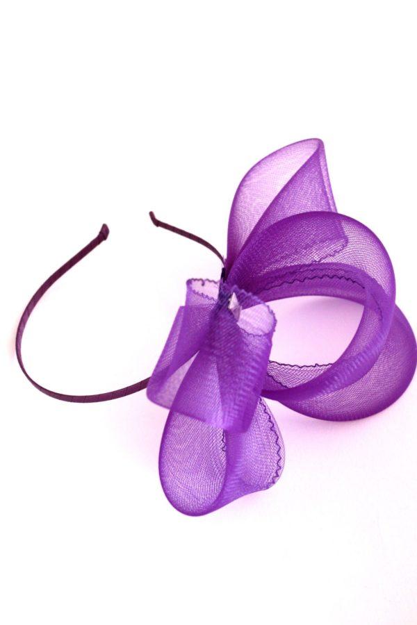 fioletowa kokarda z krynoliny