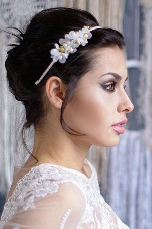 Kwiaty i perełki na opasce