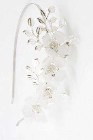 romantyczna opaska z kwiatami