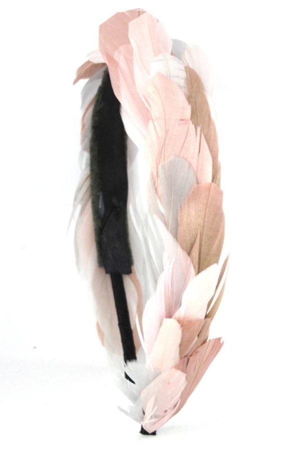 opaska zdobiona piórami w pastelach