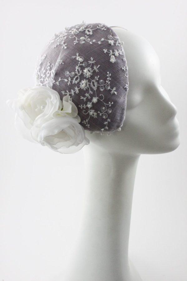 toczek w stylu retro z kwiatami