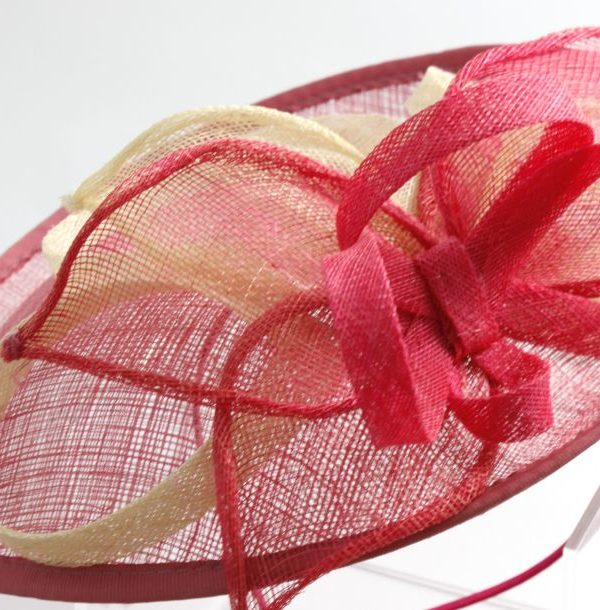 elegancki kapelusz ze splotami