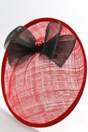 elegancki kapelusz z kokardą