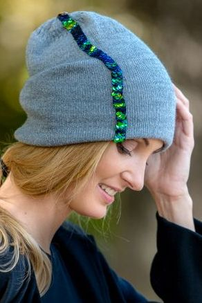 czapka szara z cekinami