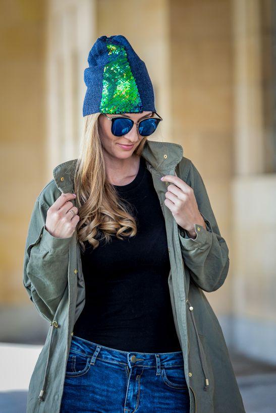 czapka z zielonymi cekinami okulary lustro