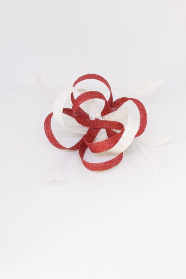 spinka biało-czerwona z piórami