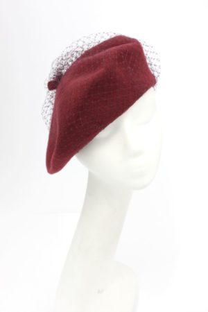 Bordowy, wełniany beret z woalką