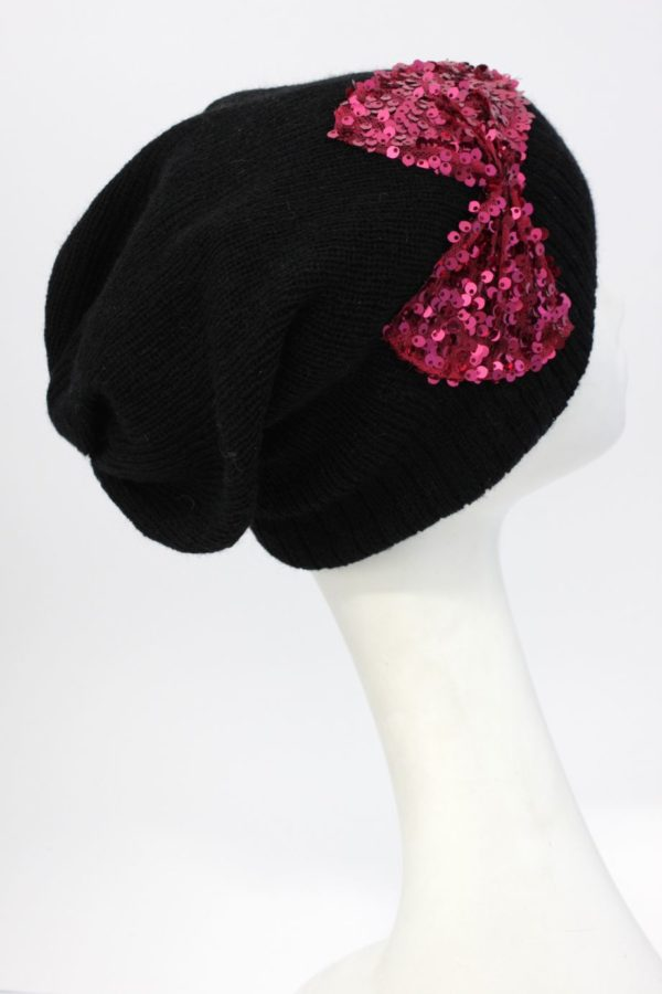 czarna czapka beanie z cekinową kokardą