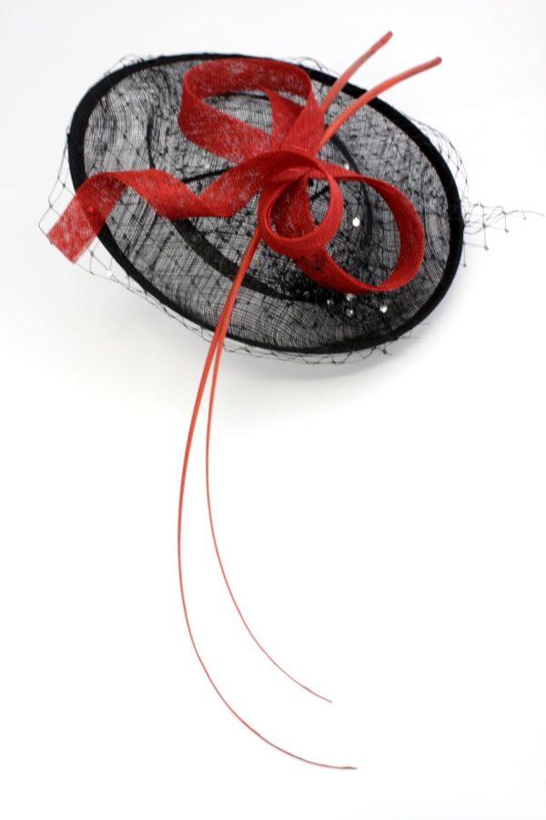 kapelusz koktajlowy elegancki i nowoczesny