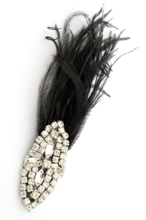 spinka w stylu retro z czarnymi piórami