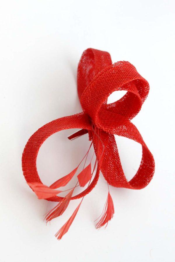 zakręcony czerwony fascynator na spince