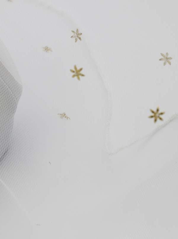delikatny welon z tiulu z gwiazdkami