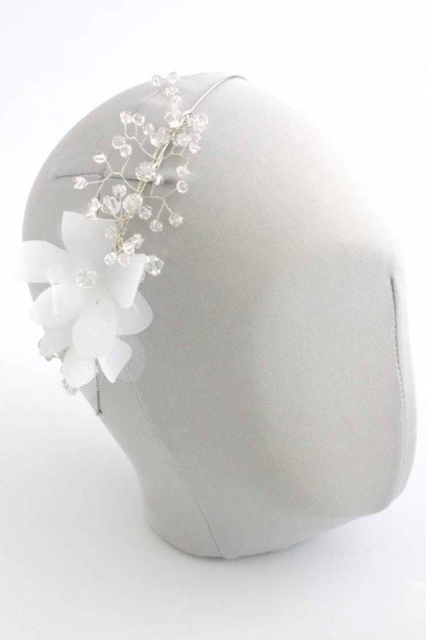 romantyczna opska z kwiatami i kryształkami