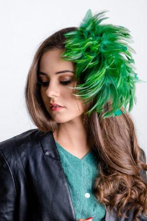 pióra do włosów zielone spinka pióropusz