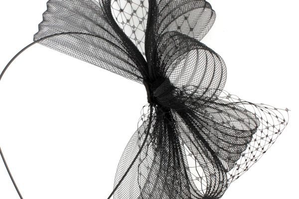 kokarda z plisowanej tkaniny z woalką SIR