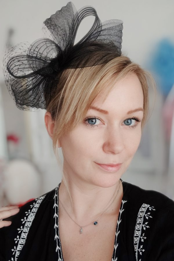 czarna woalka żałobna na pogrzebt stroik kokarda na głowę ozdoby do włosów szczecin blondynka