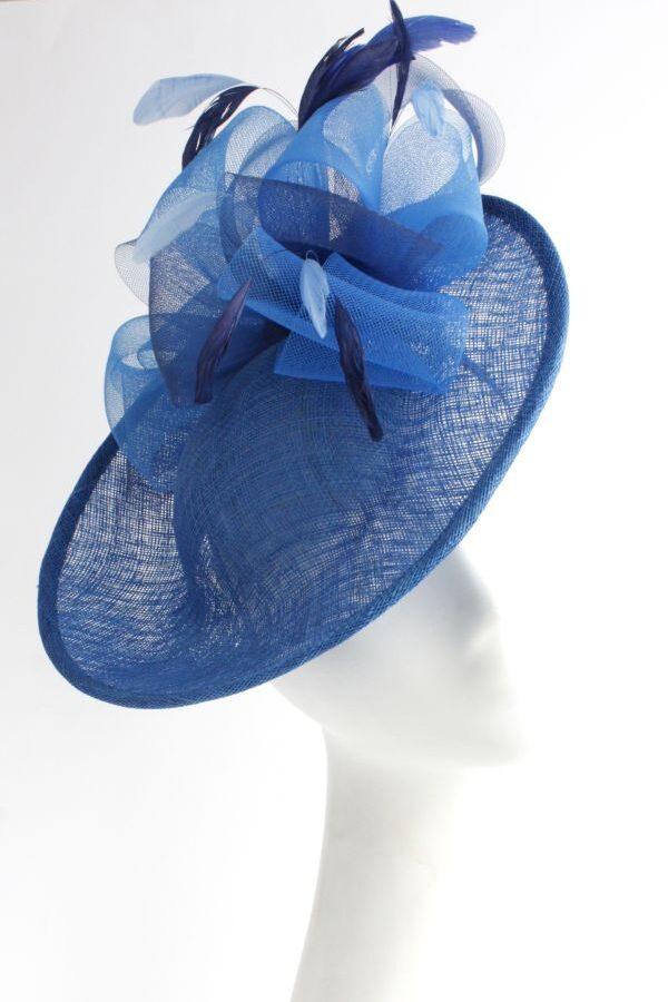 niebieski toczek hattinator z piórami