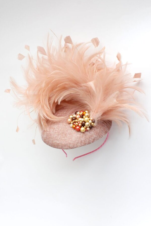 synergy tocze w kolorze łososiowym pudrowy róż i pióra oraz perełki