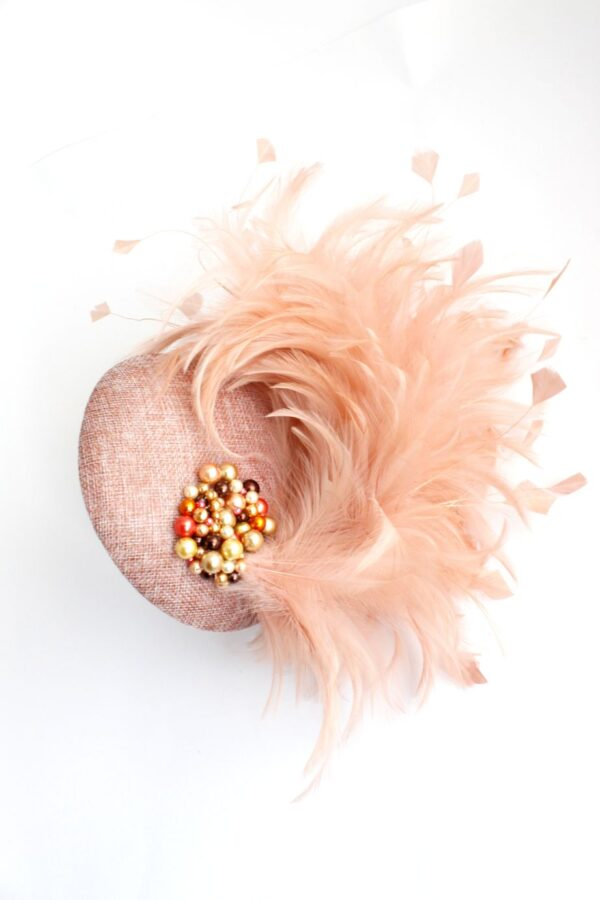 synergy tocze w kolorze łosowiowym pudrowy róż i pióra oraz perełki