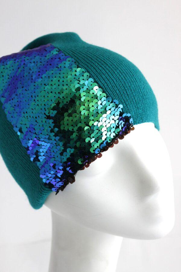 zielona wiosenna czapka z cekinami