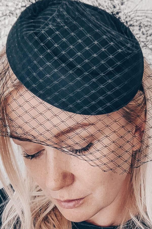 woalka na pogrzeb na toczku kapelusik żałobny